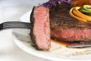 Необходимо хорошо обрабатывать и прожаривать мясо