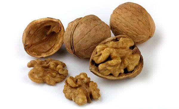 Грецкий орех убивает в организме гельминтов благодаря своим ферментам