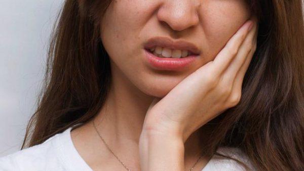 Если вы заметили подергивания лицевых мышц - нужно срочно обратиться к врачу для сдачи анализов