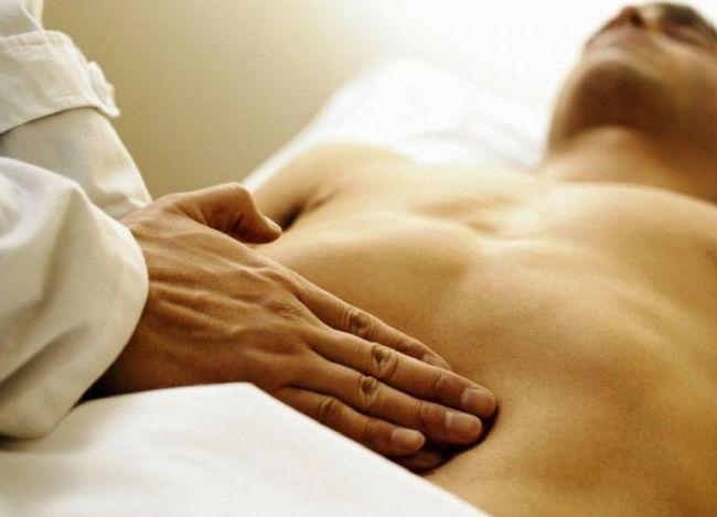 Увеличение печени - один из симптомов заражения