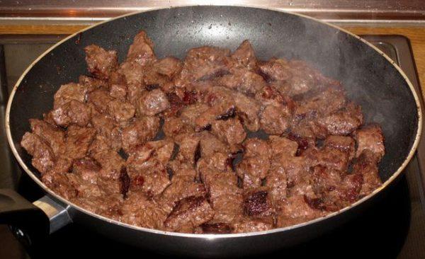 Не рекомендуется употреблять в пищу «дикое» мясо — вероятность заражения в таком случае чрезвычайно высока