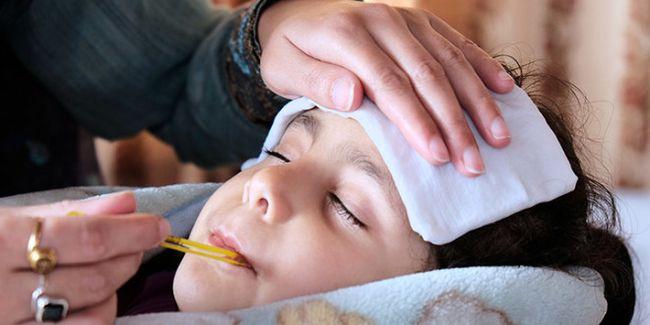 Нередки ситуации, когда после перенесенного сальмонеллеза ребенок часто болеет пневмонией, отитом или ангиной