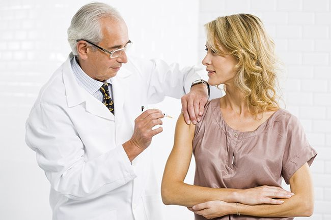 Самая распространенная профилактика гриппа у взрослых – это вакцинация