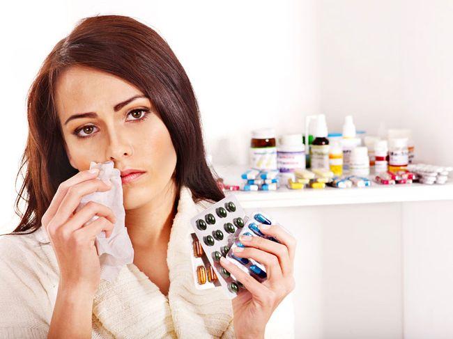 Для устранения всех симптомов ОРВИ у взрослых необходим комплексный подход, при котором надо принимать сразу несколько средств