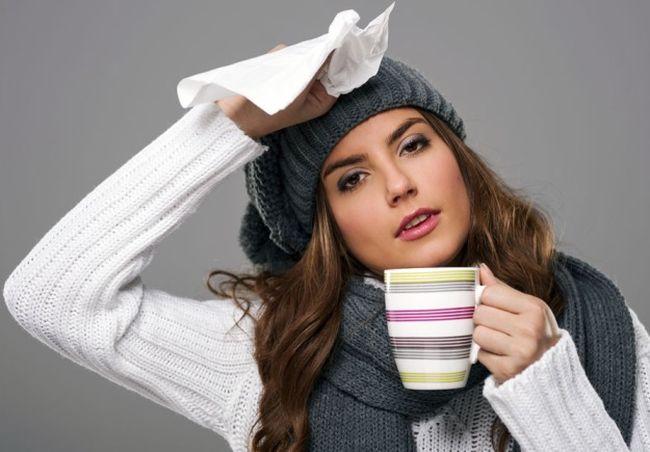 Для повышения иммунитета необходимо пить отвары шиповника, черной смородины, клюквенный морс, чай с малиновым вареньем или с лимоном