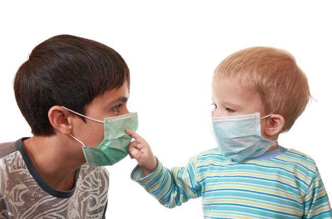 Чтобы избежать опасных осложнений гриппа у детей - необходимо знать симптоматику заболевания и методы его лечения
