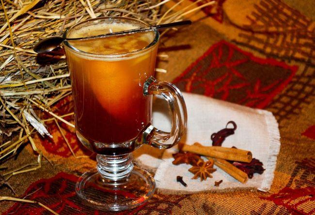 Взрослые могут попробовать лечить простудные заболевания горячим пивом, если нет противопоказаний к данному напитку