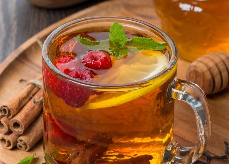 Универсальный напиток для лечения простуды во все времена - чай с малиной