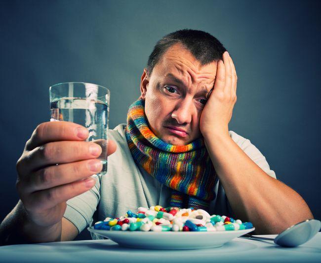 Антибактериальные препараты при ОРЗ должен назначать врач!