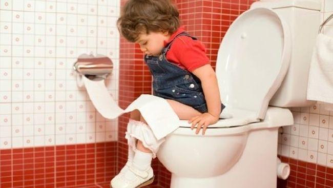 Если в стуле ребенка появилась кровь, то необходимо немедленно обратиться к врачу