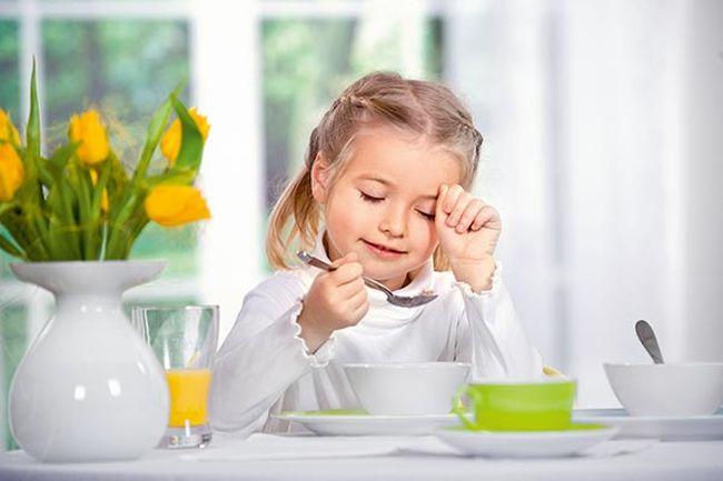 После пищевого отравления необходимо подержать ребенка на «голодной» диете до двух дней