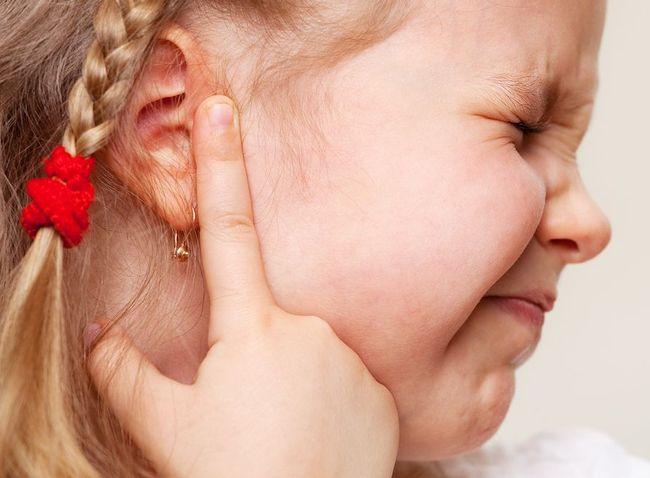 В первое время (не более 3-4 дней) после прививки у ребенка могут проявиться различные реакции