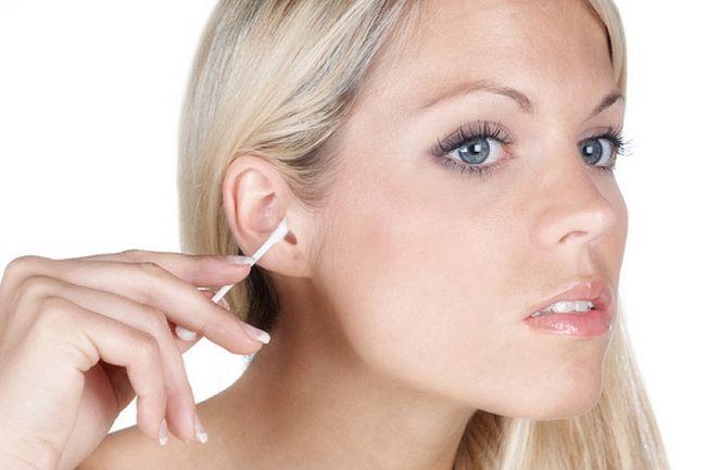 Чувство заложенности уха - один из симптомов грибка в ухе