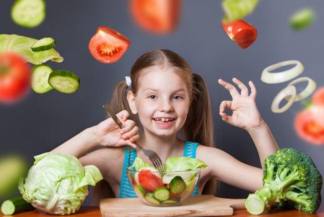 Во время кандидоза детям нельзя давать острую и кислую еду