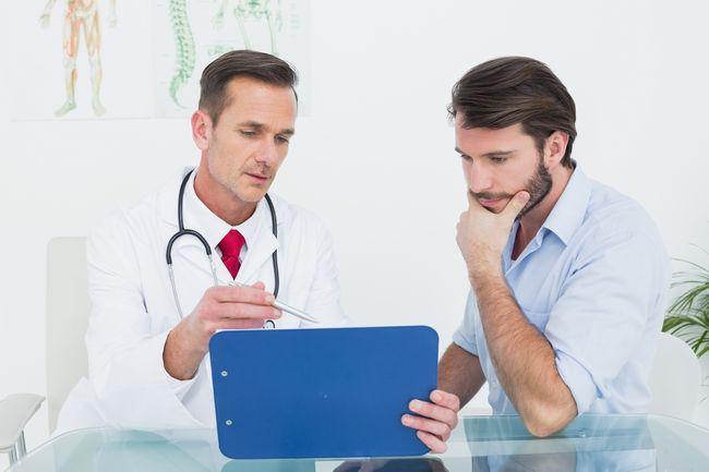 При первых симптомах паротита необходимо срочно обратиться к врачу