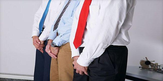 Жжение, боль и зуд в половых органах - один из симптомов повышения показателя эшерихии коли в моче