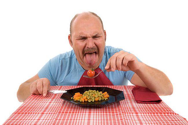 Обнаруженные глисты в еде могут свидетельствовать о нарушении в организме. Следует пройти полное обследование у врача