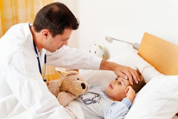 Если у вас есть подозрения, что гриппом заболел ребенок, нужно немедленно вызвать врача