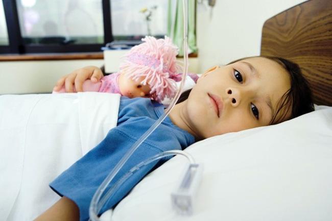 Менингит может иметь инфекционный характер, так и быть следствием повреждения головы или спины