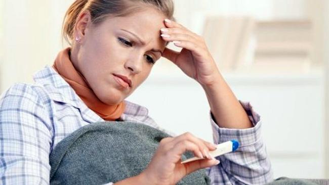 Колдрекс показан при следующих симптомах: озноб, заложенность носа, высокая температура, головная боль, боль в области носа, боль в горле