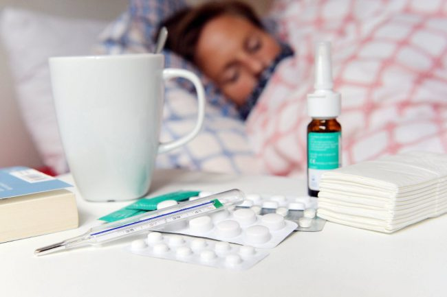Результаты научных исследований подтверждают, что прививка против гриппа снижает риск заболеть почти вдвое. А если человек все же заболел, то болезнь переносится легче: симптомы не такие тяжелые, риск осложнений минимален