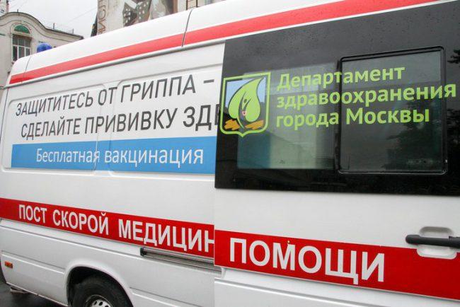 Прививочная кампания в Москве начинается традиционно в сентябре. Бесплатные прививки делают и в поликлиниках, и в школах, и даже у станций метро в столице